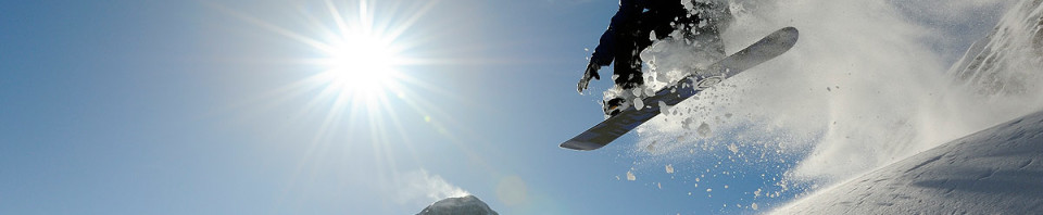 445782-snowboarding
